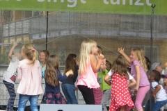 Sommerfest - tanzende Kinder 2